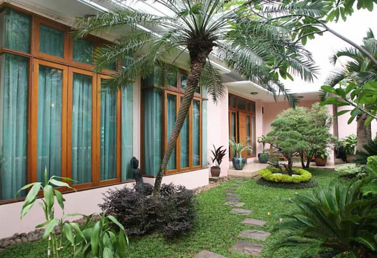 Pesona Guest House Jakarta, Jakarta, Garden