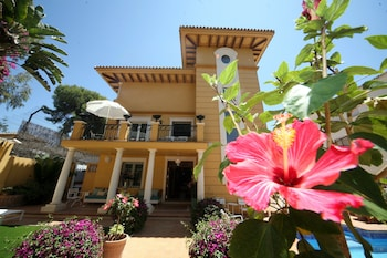 Enter your dates for our Malaga last minute prices