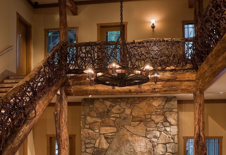 The Esmeralda Inn at Lake Lure, צ'ימני רוק, אזור ישיבה בלובי