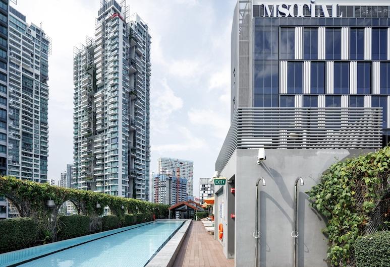 M Social Singapore, Singapore, Inni-/útilaug
