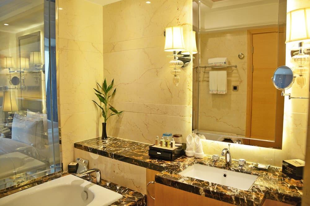 Superior King Room-Smoking - Bathroom