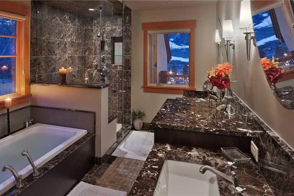Deluxe House, 4 Bedrooms, Mountain View, Mountainside - Bathroom