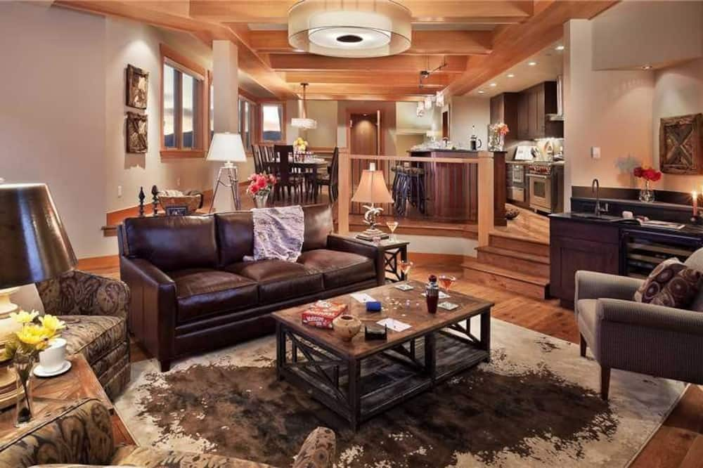 Deluxe House, 4 Bedrooms, Mountain View, Mountainside - Living Room