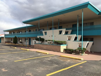 Picture of Desert Skies Motel in Gallup