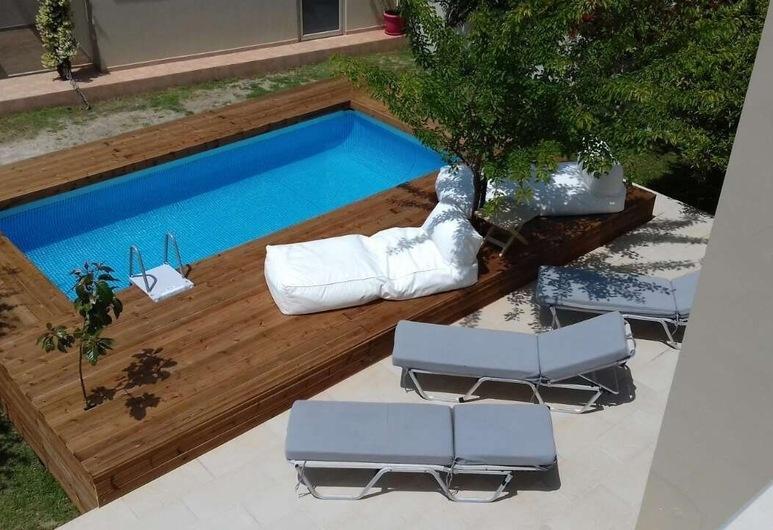 바실리키 빌라, 로도스, 야외 수영장