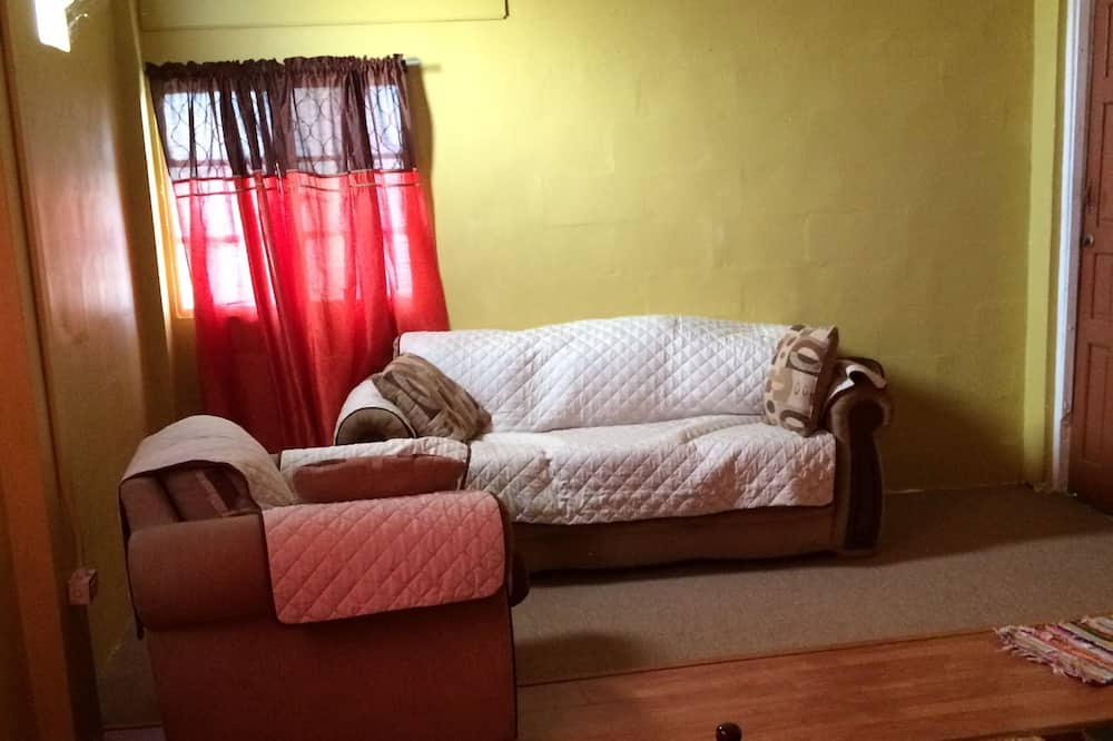 Apartment, 2 Double Beds, Kitchen (Keith) - Living Area