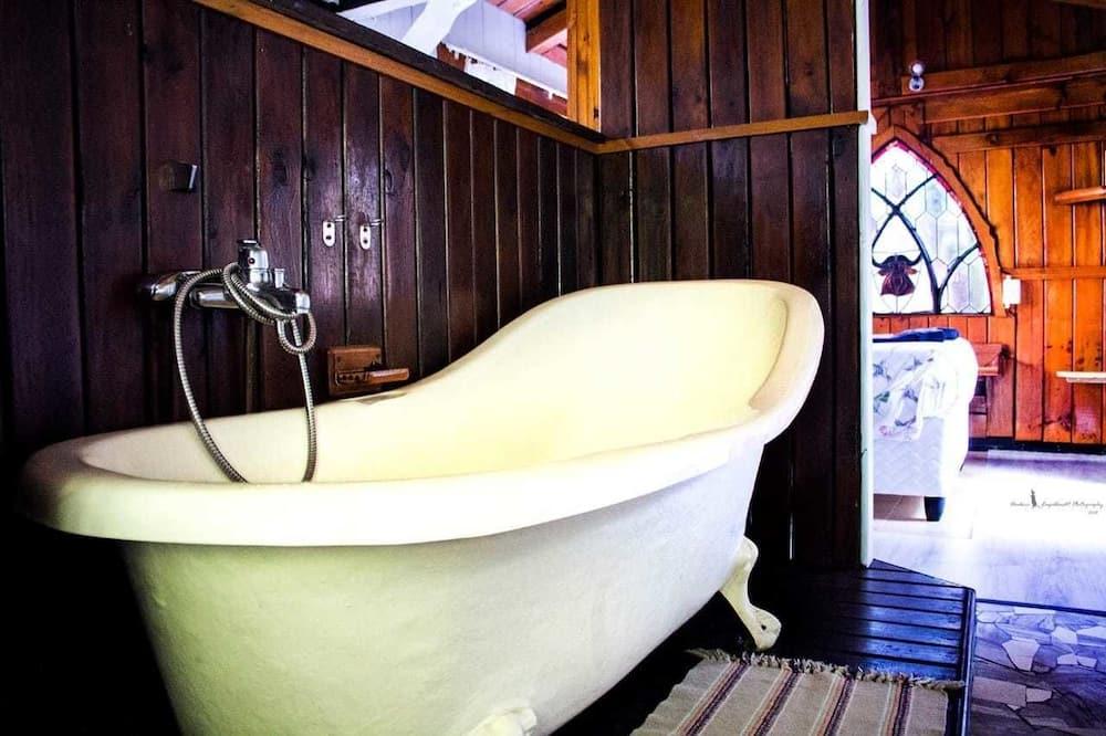 Family Cabins - Bathroom