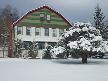 Picture of Gateway Lodge Bed & Breakfast in Pine Hill