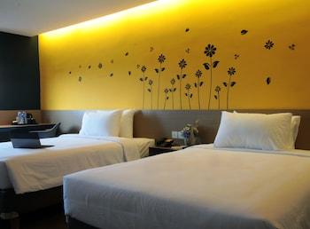 A(z) Yellow Bee Hotel hotel fényképe itt: Tangerang