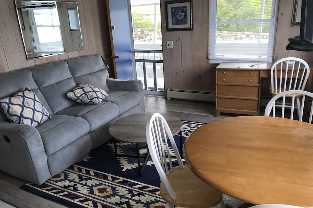 Люкс, 1 двуспальная кровать «Квин-сайз», мини-кухня, вид на озеро - Обед в номере