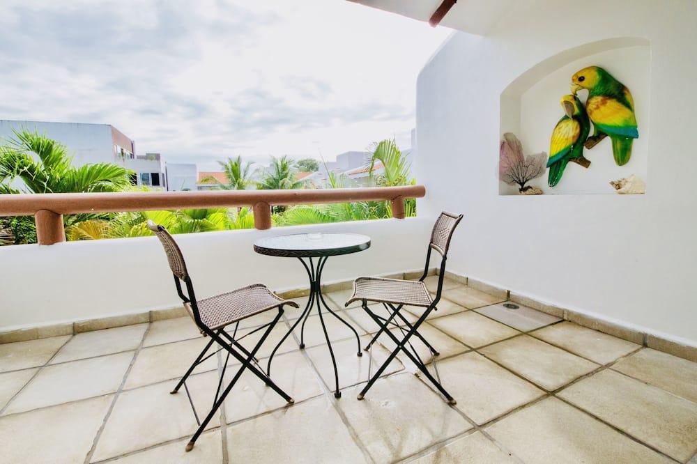 Deluxe Room, 1 Bedroom, Terrace, Pool View - Balcony