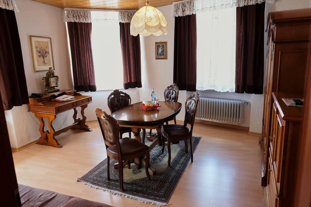 Suite Superior, 2 kamar tidur, bathtub - Ruang Keluarga