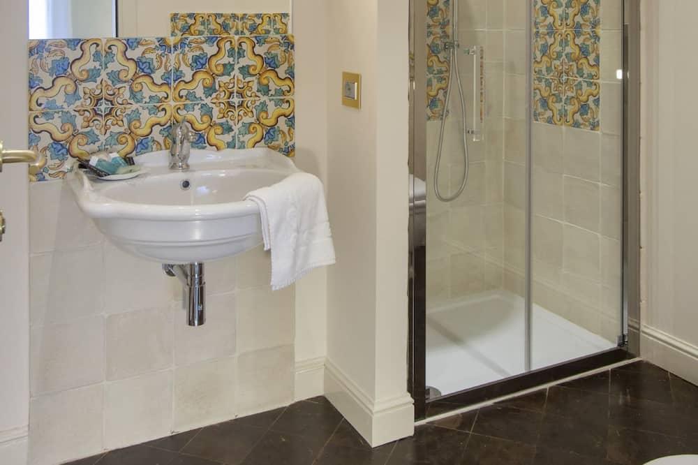 Superior Triple Room, 1 Bedroom, City View - Bathroom