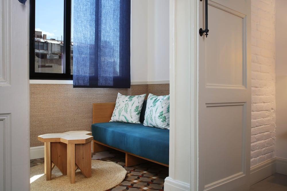 Pokój dwuosobowy typu Premier (pobyt 1 osoby), widok na dziedziniec - Powierzchnia mieszkalna