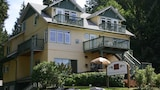 Book this Parking available Hotel in Gibsons