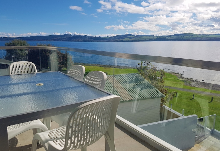 Waimahana Apartment 8, Taupo, 3-Bedroom Penthouse, Balcony