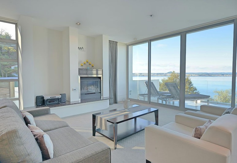 Taupo Penthouse, Taupo, Apartment, 3 Bedrooms, Lake View, Living Room