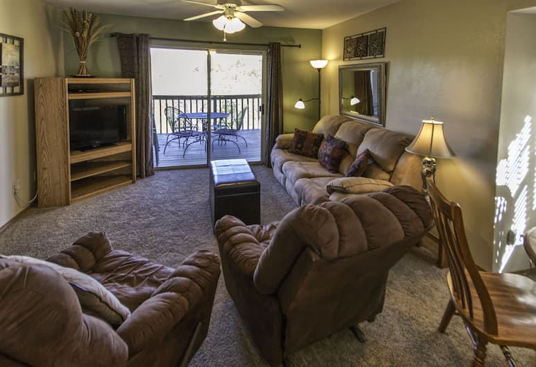 Branson Condo Resorts Silver Dollar City, Branson, Traditional Condo, 2 Bedrooms, Kitchen, Mountainside, Living Room