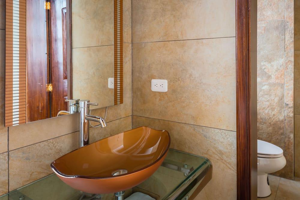 Suite Deluxe, 1 letto king, idromassaggio, vista montagna - Lavandino