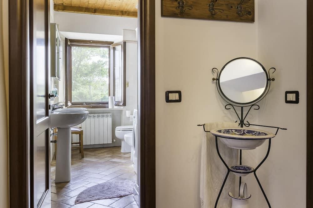 Chambre Double ou avec lits jumeaux, salle de bains commune - Salle de bain