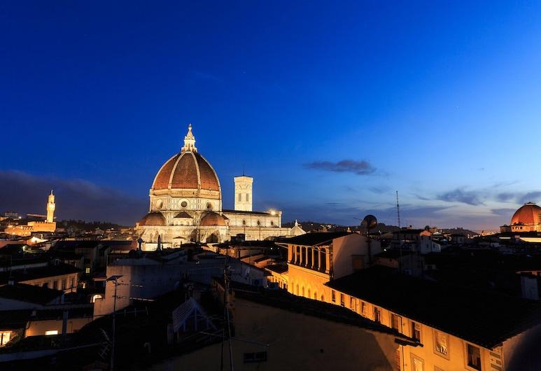 Florentapartments - Duomo, Florence, Panoramic Apartment, 2 Bedrooms, Terrace, City View (Location: Via dei Servi 30), Room