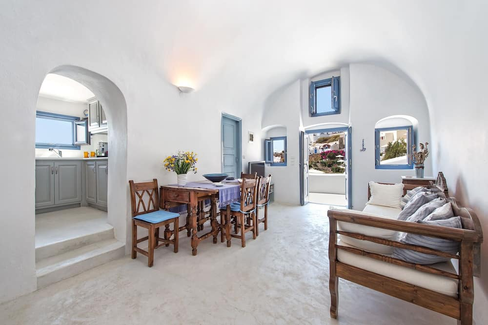 Traditional House, 2 Bedrooms, Jetted Tub - In-Room Dining