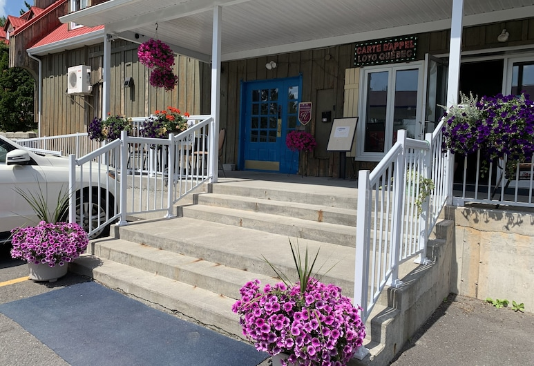 Auberge Des Carrefours, Cowansville, Hoteleingang