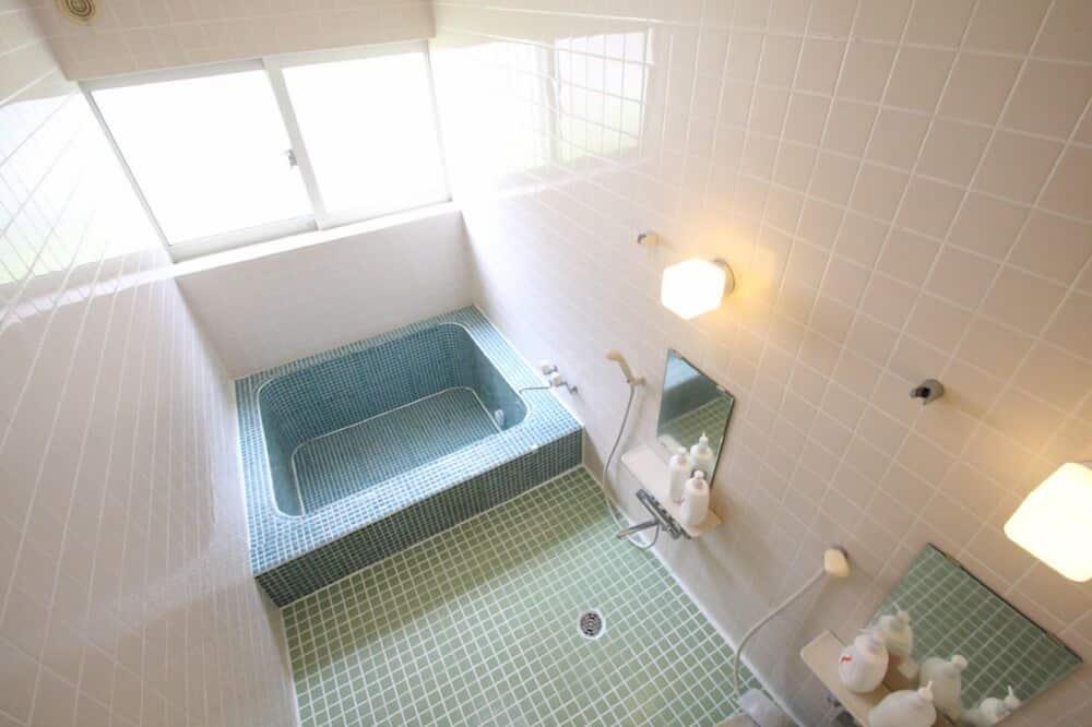 Tuba, ühiskasutatav vannituba, vaade mägedele (Western ) - Vannituba