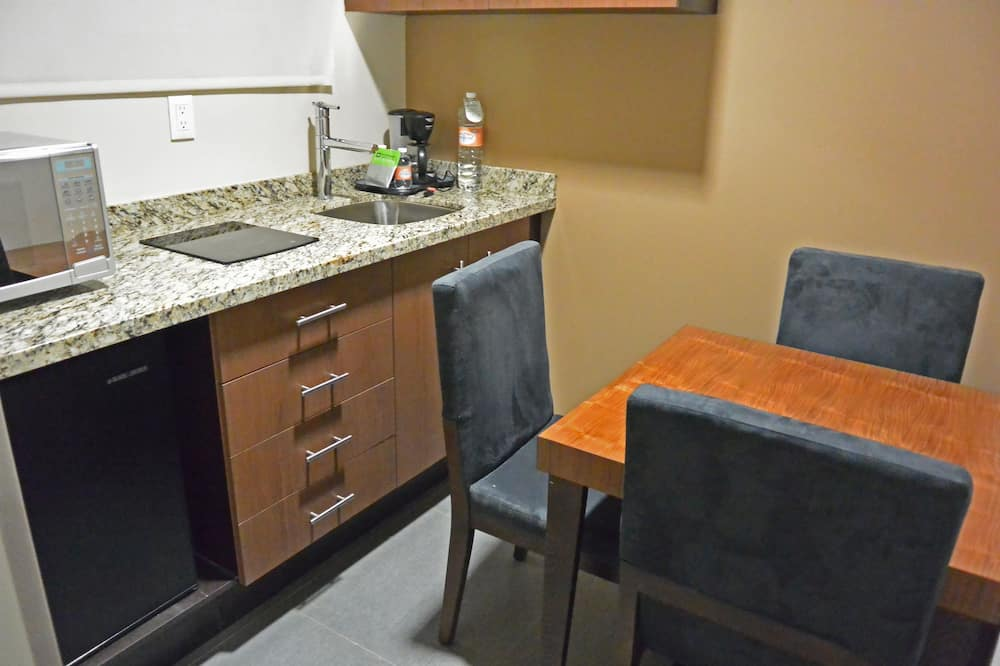 Suite, 1 Double Bed - In-Room Dining