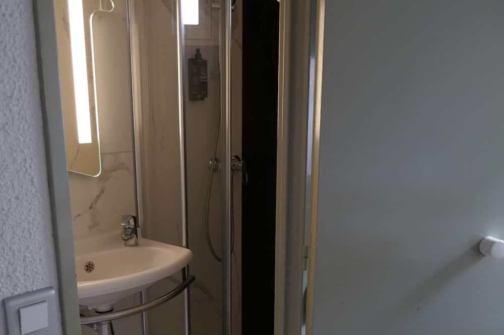 Τρίκλινο Δωμάτιο, Περισσότερα από 1 Κρεβάτια - Μπάνιο
