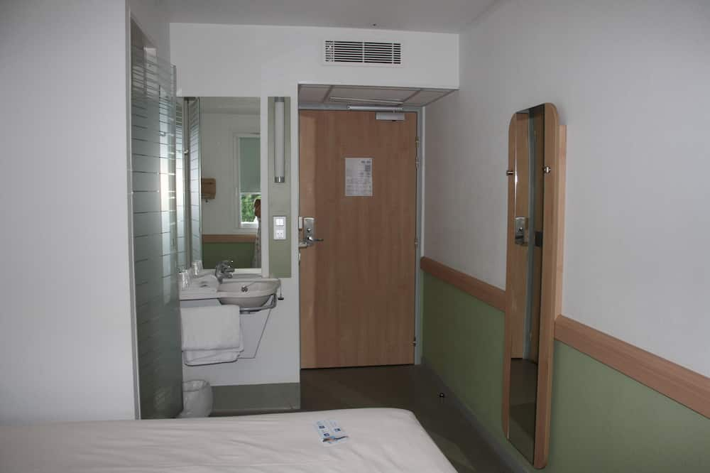 Trīsvietīgs numurs, vairākas gultas - Vannasistabas izlietne