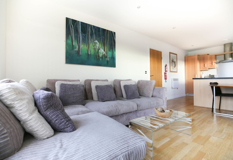 Week2Week Modern 3rd Floor Gosforth Apartment with balcony, Newcastle-upon-Tyne