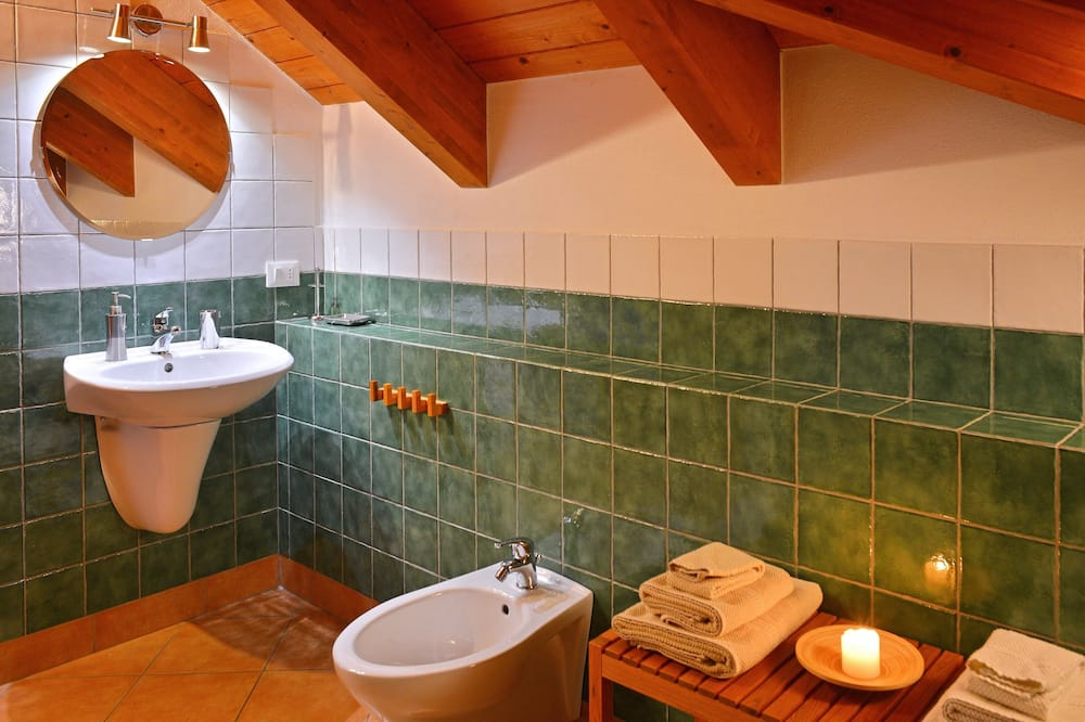 Double or Twin Room, Vineyard View - Bathroom
