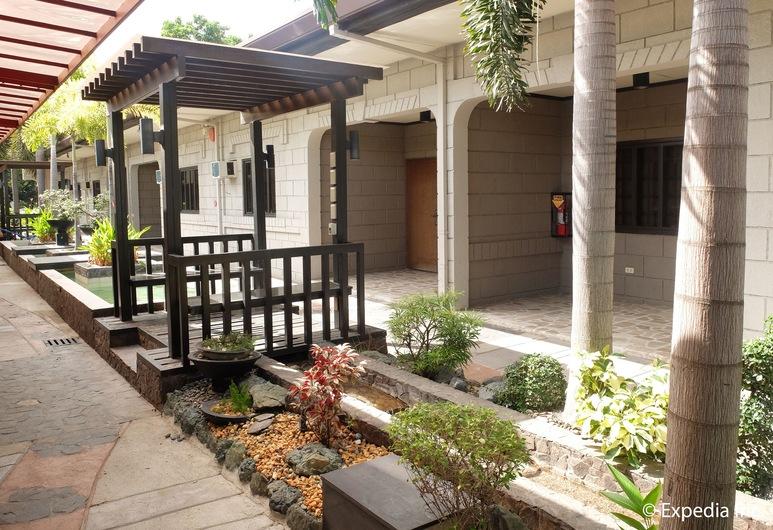 DM Residente Resort, Angeles City, Property Grounds