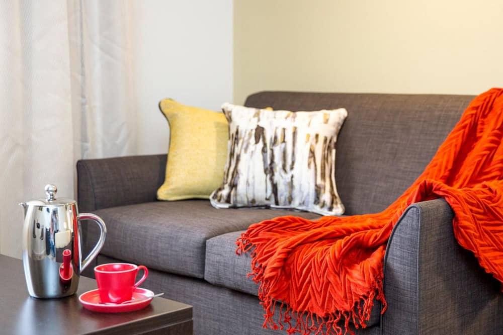 Club King Apartment - Living Area
