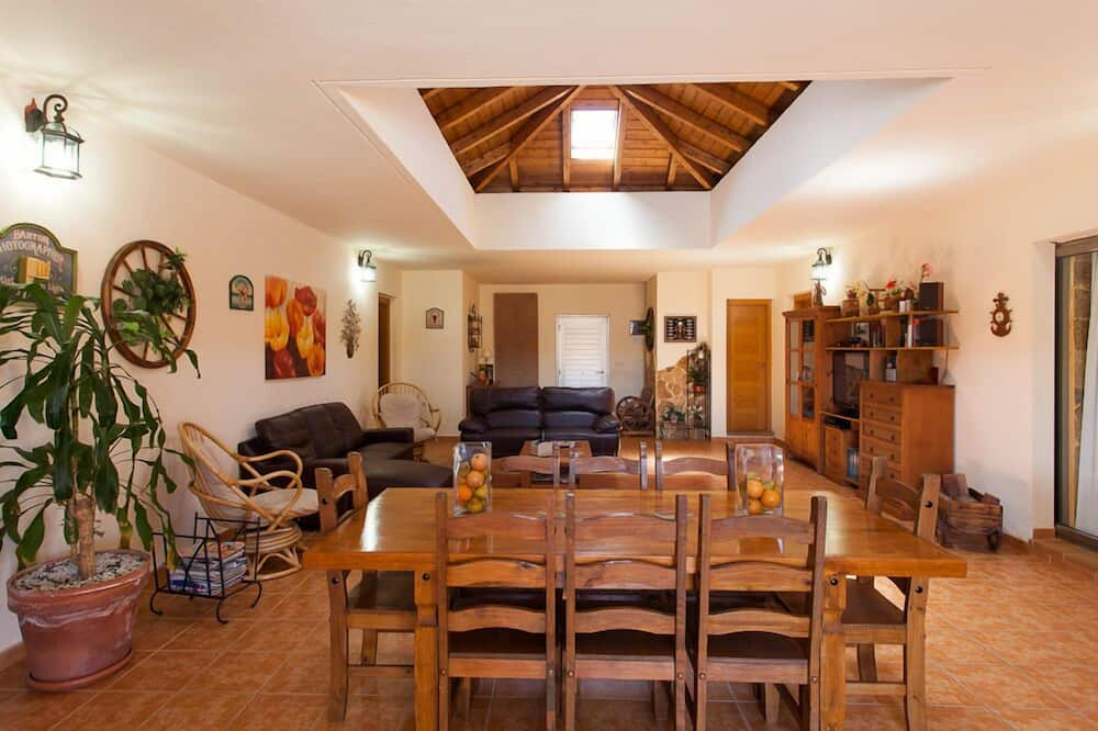 Villa, 5 Bedrooms, Private Pool - In-Room Dining