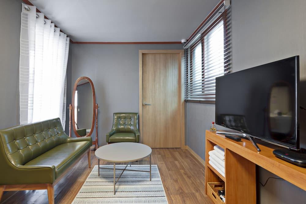 Kambarys šeimai, terasa (Private Floor / Foreigner Only) - Svetainės zona