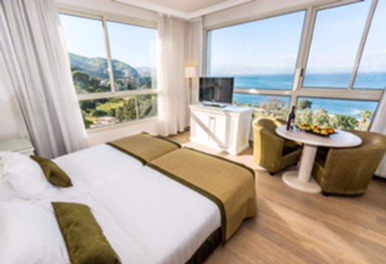 מלון רויאל פלאזה, טבריה, חדר סופריור זוגי או טווין, נוף לאגם, נוף מחדר האורחים