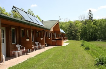 Magnetawan bölgesindeki Quiet Bay Log Motel & Bed and Breakfast resmi