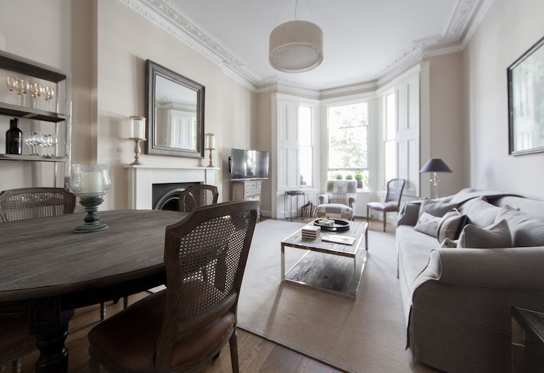 Cathcart Road IV by onefinestay, London
