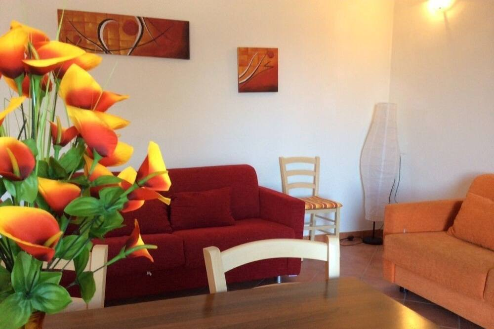 Apartment, 2 Bedrooms (Trilo) - Living Room