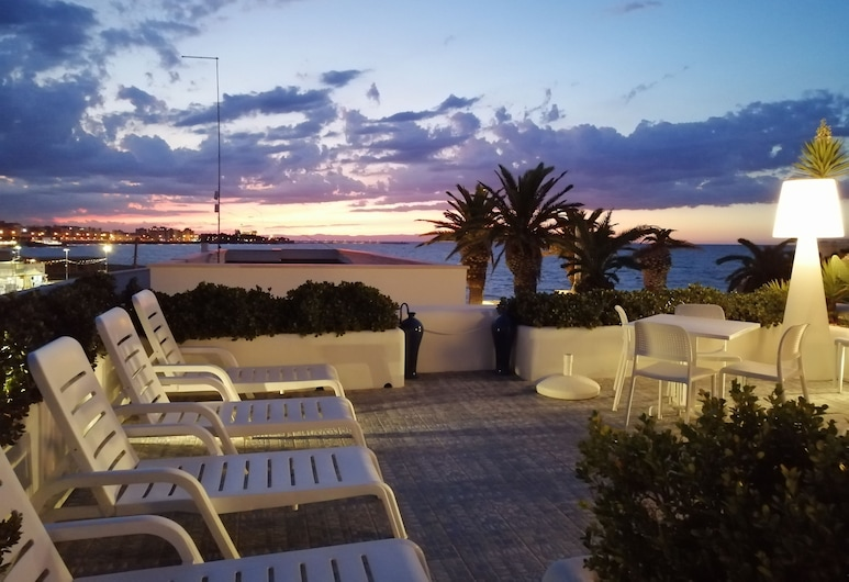 La Bella Trani - Suites and B&B, Trani, Taras/patio