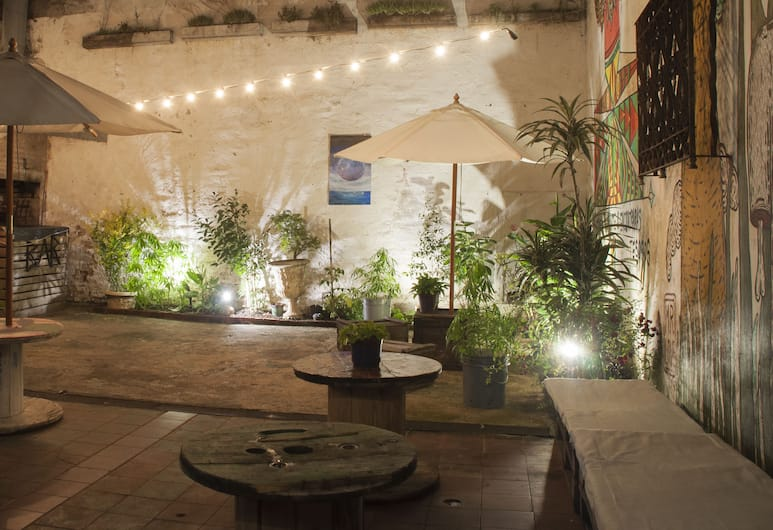 Blanes Hostel, Montevideo, Courtyard
