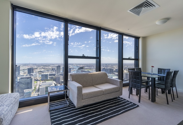 StayIcon Serviced Apartment On Collins, Melbourne, Deluxe Apartment, 2 Queen Beds, 2 Bathrooms, City View, Living Room
