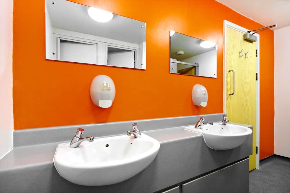 Shared Dormitory, Mixed Dorm, Shared Bathroom (1 Bed in 8 bed Dorm) - Bathroom