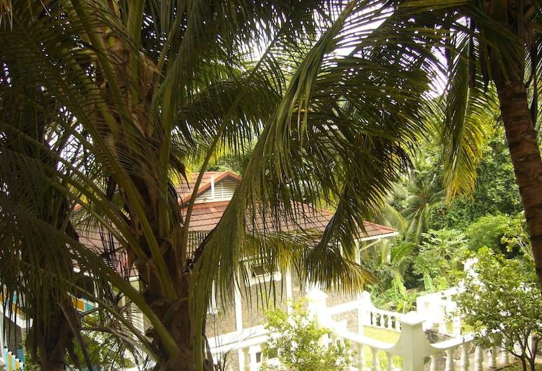 Koko Villas, Mahe Island, Property Grounds