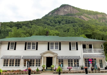 B Bs In Chimney Rock