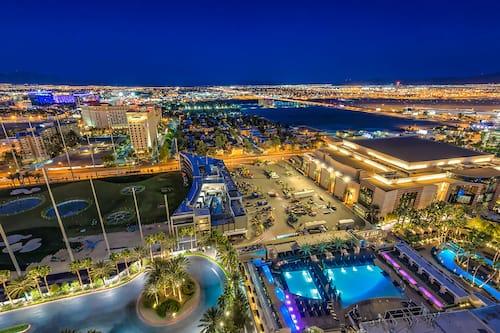 888 Two Bedroom Balcony Suite At Signature Condo Hotel In Las Vegas Hotels Com