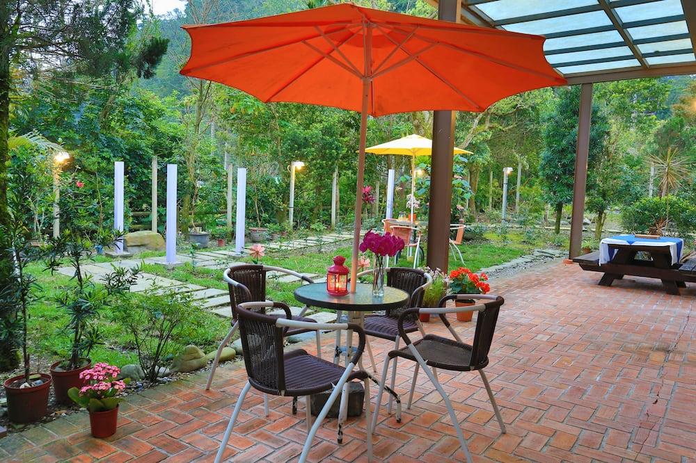 Phòng dành cho gia đình - Quang cảnh sân vườn