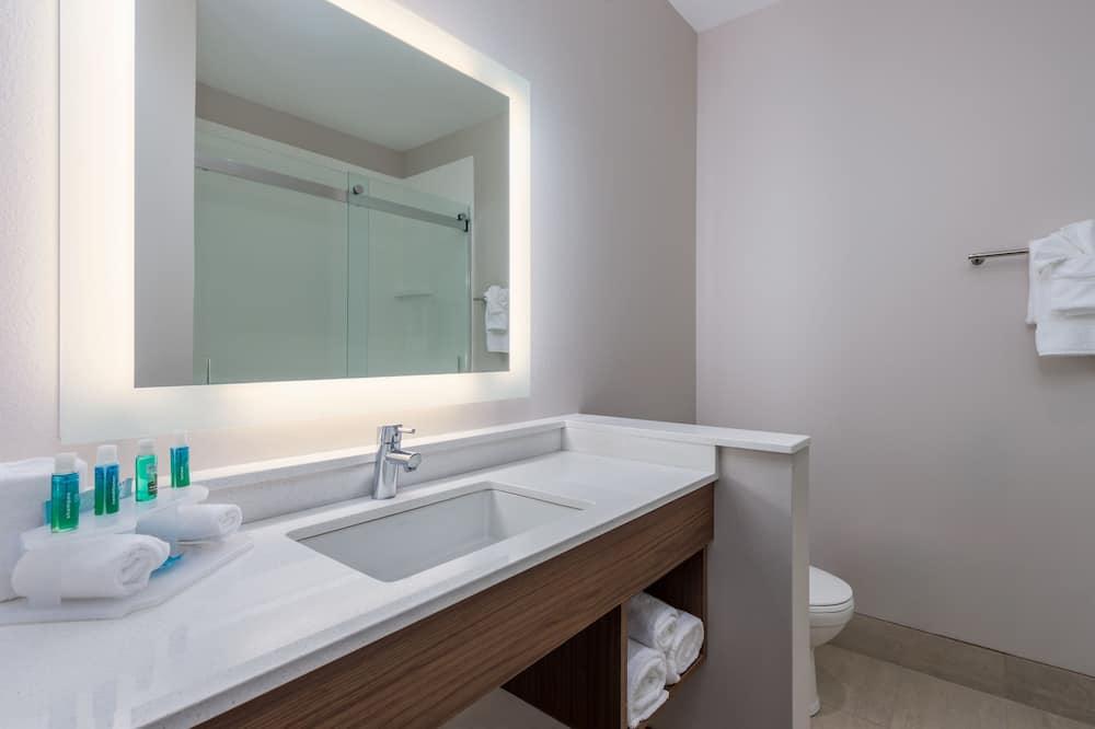 Štandardná izba, 2 veľké dvojlôžka, bezbariérová izba (Comm Access) - Kúpeľňa